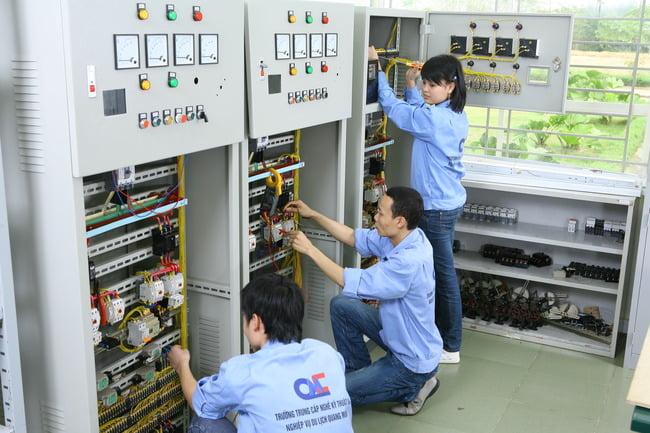Ngành học điện công nghiệp và dân dụng là gì?