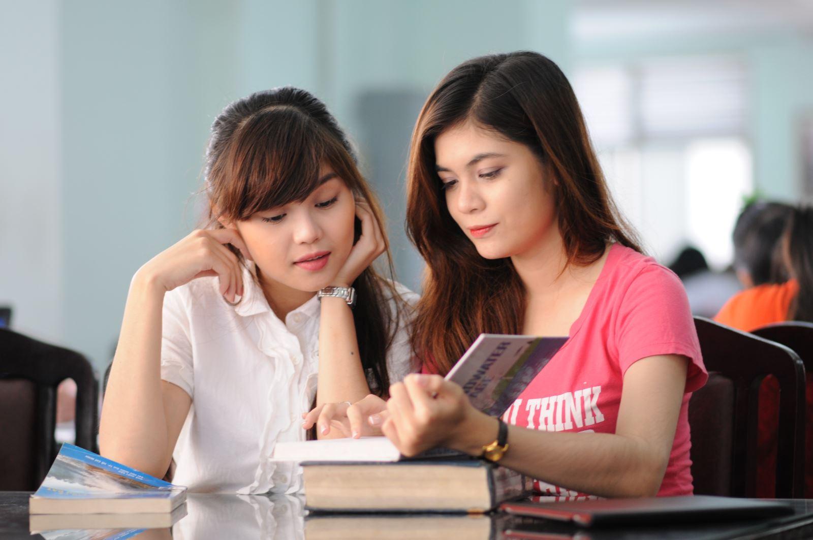 Bạn nên học tiếng anh hệ trung cấp nếu muốn xin việc thuận lợi hơn