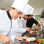 Học trung cấp kỹ thuật chế biến món ăn , tại sao không?