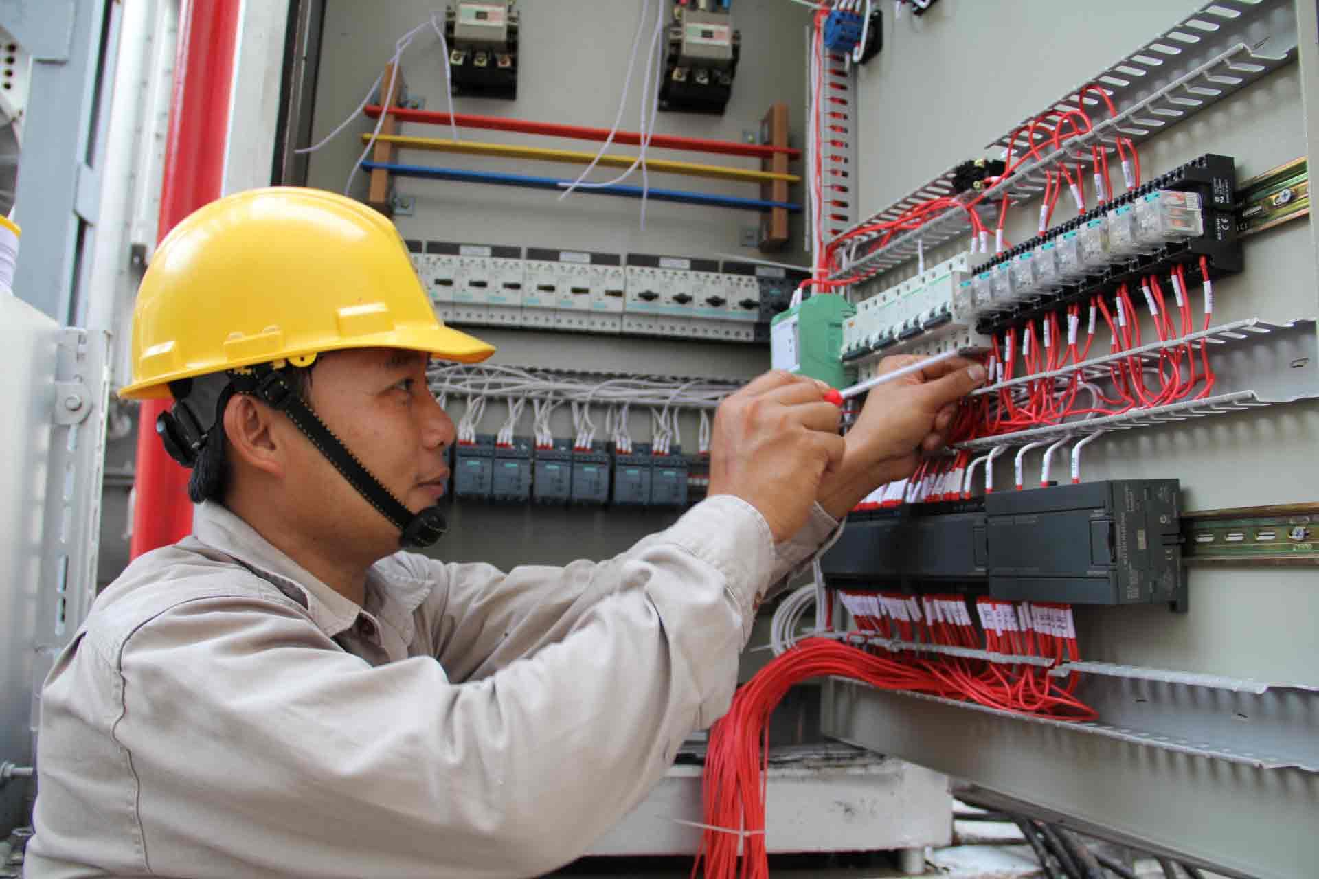 Vận hành máy móc trong ngành điện công nghiệp và dân dụng