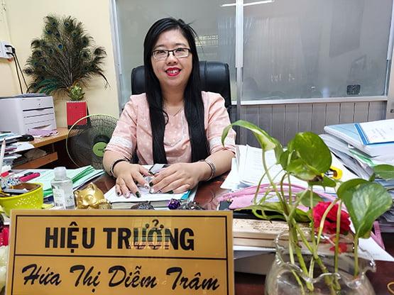 Cô Hứa Thị Diễm Trâm (Hiệu trưởng Trường THCS Hà Huy Tập, Q.Bình Thạnh)