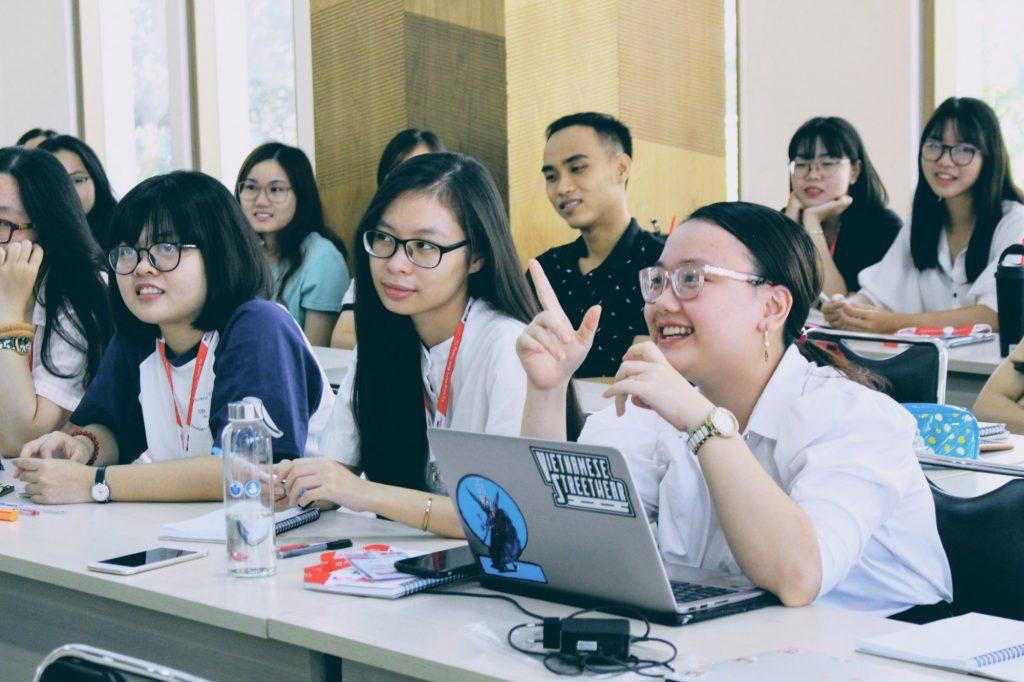 Học sinh tham gia tư vấn định hướng chọn trường